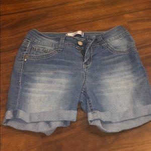 No boundaries knee jean shorts